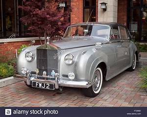 Rolls Royce Silver Cloud : a 1959 rolls royce silver cloud ii parked outside of the oak bay stock photo royalty free image ~ Gottalentnigeria.com Avis de Voitures