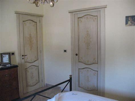 porte decorate porte decorate e dipinte a mano in legno falegnameria
