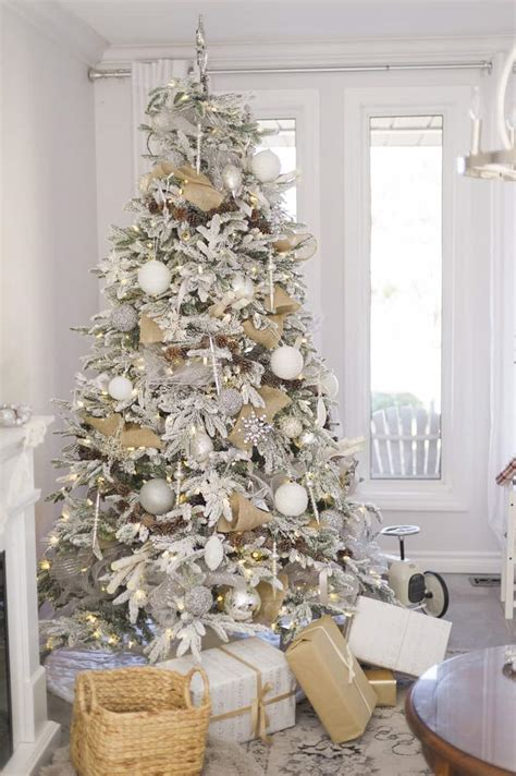 White Tree Decoration Ideas - beautiful ideas to deck up your frosted tree