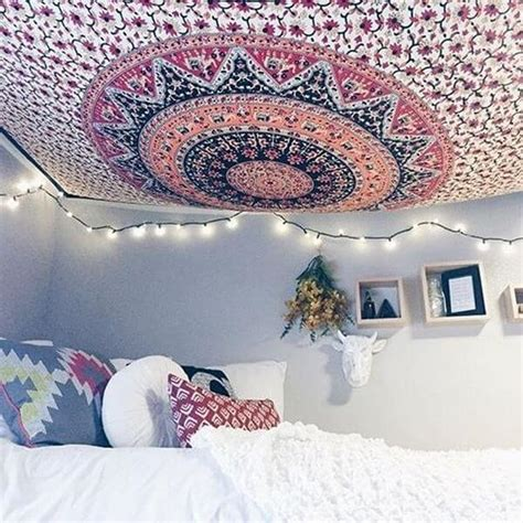 Bedroom Ceiling Tapestry by How To Hang A Tapestry From The Ceiling In 4 Steps The