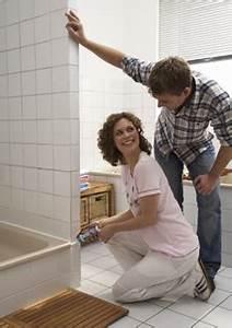 Schimmelpilz Im Badezimmer : problemfall schimmel im badezimmer ~ Sanjose-hotels-ca.com Haus und Dekorationen