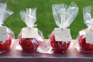 12 wedding favor ideas for the frugal bride the budget diet for Candy apple wedding favors
