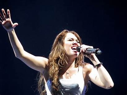 Singer Miley Cyrus Singing Concert Become Famous