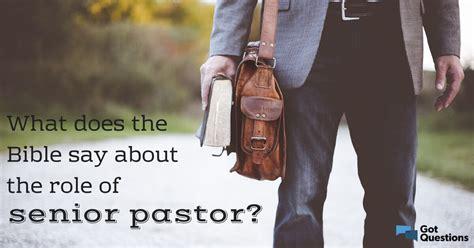 bible    role  senior pastor