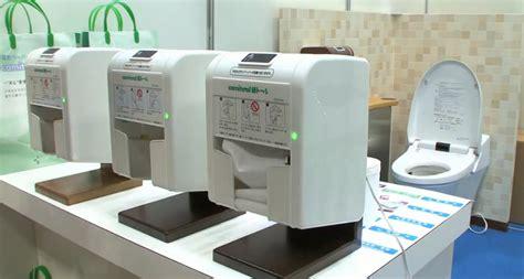 un distributeur automatique de papier toilette