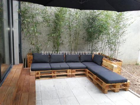 canapé avec des palettes 2 canapés d extérieur construits avec des palettes et le