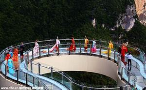 Transparent skywalk opens in Chongqing[1]|chinadaily.com.cn