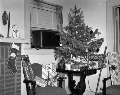 Stocking Fireplace by File Christmas Tree On Table Jpg Wikimedia Commons