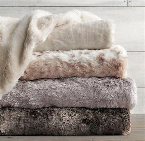 plaid canapé gris le meilleur plaid en fourrure en 40 photos inspirantes