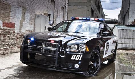 dodge charger pursuit une voiture de police tres