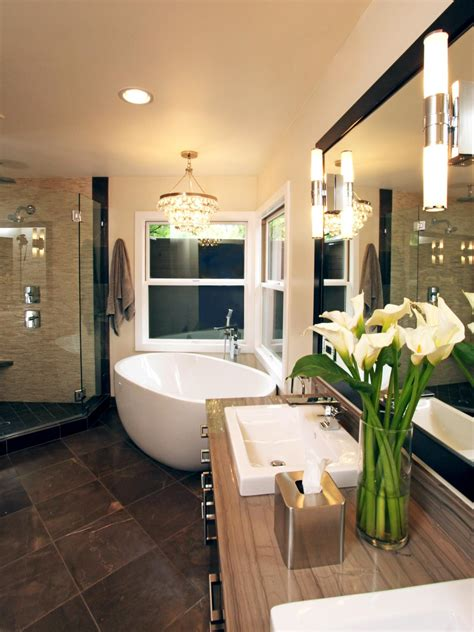 Bathroom Deco Ideas by 20 Luxurious Bathrooms With Chandelier Lighting