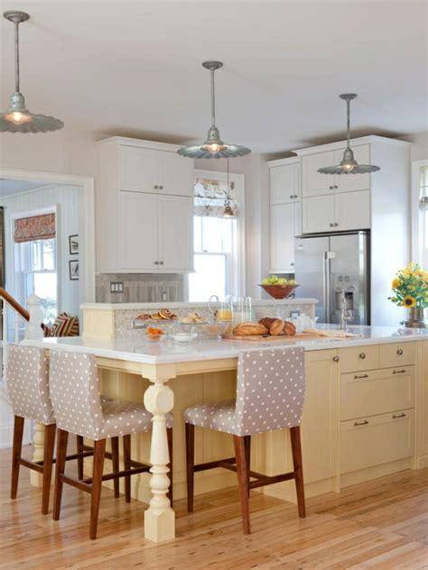 table et chaise cuisine pas cher la cuisine avec îlot central idées de décoration et