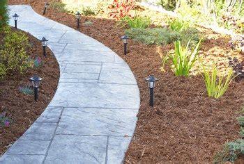 choose cedar mulch home guides sf gate