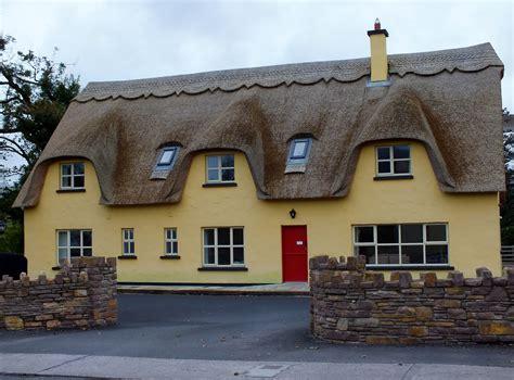cottage in irlanda cottage con tetti di paglia adare viaggi vacanze e