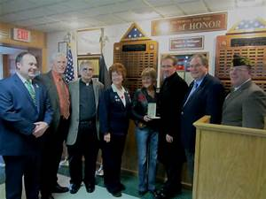 Higgins presents Silver Star to family of Richard ...