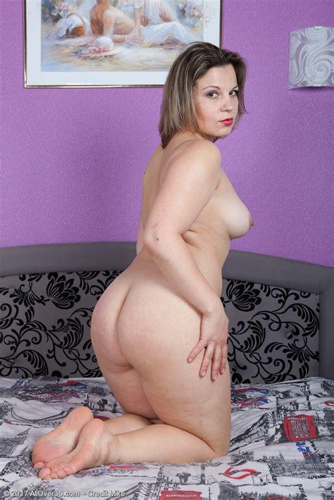 Curvy Hottie Ellariya Rose Pichunter