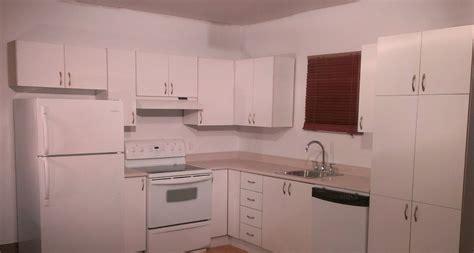 peinturer un comptoir de cuisine transformer facilement des armoires de cuisine en mélamine