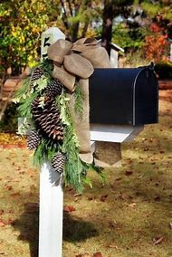 simple mailbox christmas decor