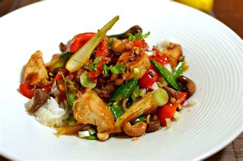 cuisine thailandaise recettes faciles poulet thaï sauté aux noix de cajou la recette facile et