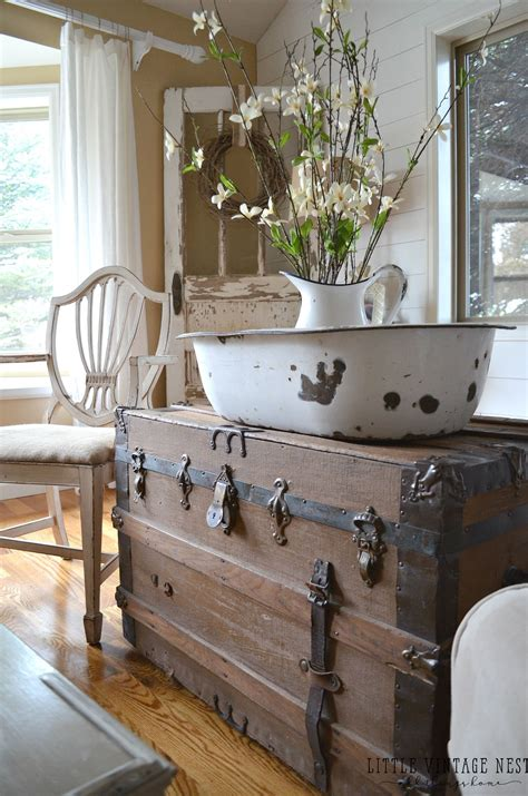 Vintage Farmhouse Home Decor by How To Decorate With Vintage Decor Farmhouse Retro