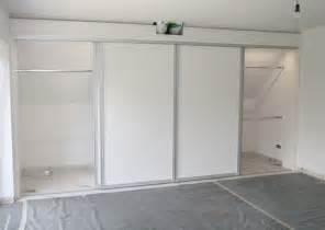 wohnideen schlafzimmer begehbaren kleiderschrank die besten 17 ideen zu schrank dachschräge auf mansarde dachausbau und sesselbett