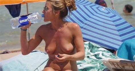 Jennifer Aniston Naked On The Beach Caught By Paparazzi Celebrity Leaks Scandals Leaked Sextapes