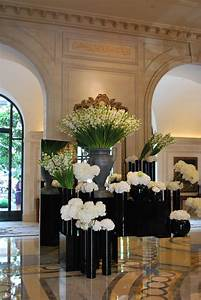 Stunning lobby flowers - Four Seasons George V Paris