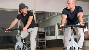 Fitnessstudio Zu Hause : zu hause trainieren oder besser ins fitnessstudio gehen ~ Indierocktalk.com Haus und Dekorationen