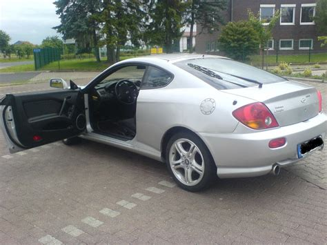 hyundai coupe 2 0 gls view of hyundai coupe 2 0 gls photos features and