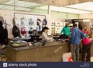 An Der Kasse : checkout interior stockfotos checkout interior bilder alamy ~ Orissabook.com Haus und Dekorationen