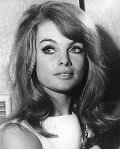 7 Big-Haired Beauties of the 1960s and '70s Will Make You ...