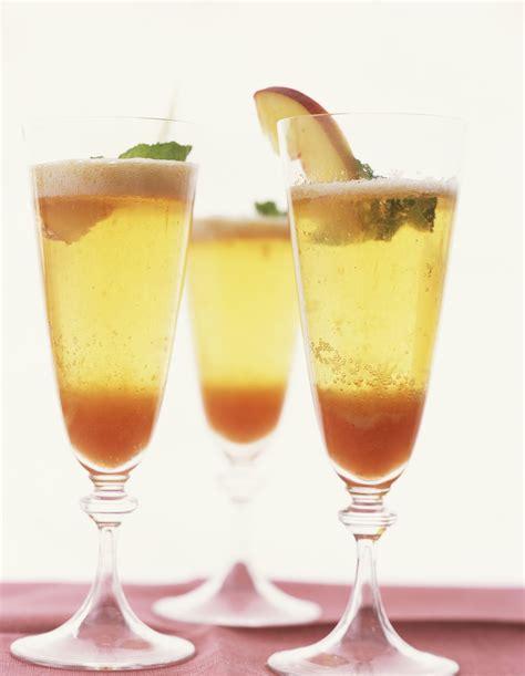 bubbly bellini wine cocktail recipe