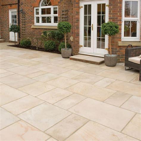 garden paving slabs ideas 25 best ideas about patio slabs on pinterest paving