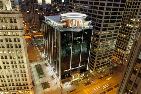chicagos mag mile realtor building tapped  big