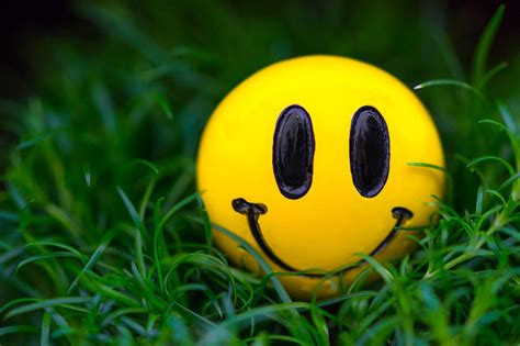 smiley wallpapers hd desktop  mobile backgrounds