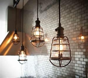 Suspension Luminaire Industriel : la suspension industrielle un l ment loft d co fantastique luminaire ~ Teatrodelosmanantiales.com Idées de Décoration