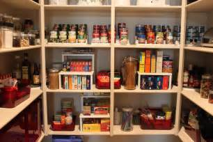 kitchen walk in pantry ideas mažos gudrybės kaip įvesti tvarką pagalbinėse patalpose