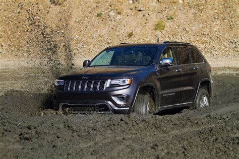 jeep cherokee off road tires 2014 jeep grand cherokee in mud photo 56867825 2014