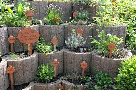 kräutergarten anlegen beispiele kr 228 utergarten gestalten 21 ideen f 252 r gro 223 e und kleine g 228 rten