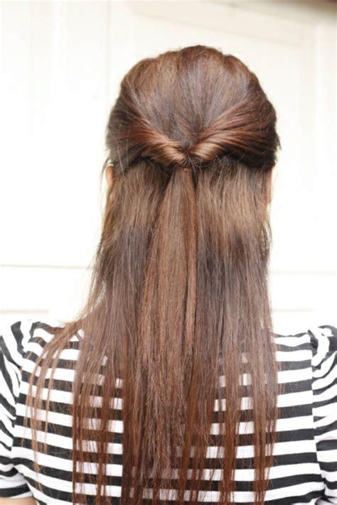la demi queue de cheval une coiffure qui revient  la