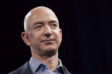 Jeff Bezos Criticized on Twitter for Photo with Lizzo at ...