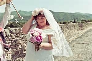 australian woman jodi rose marries  bridge  france