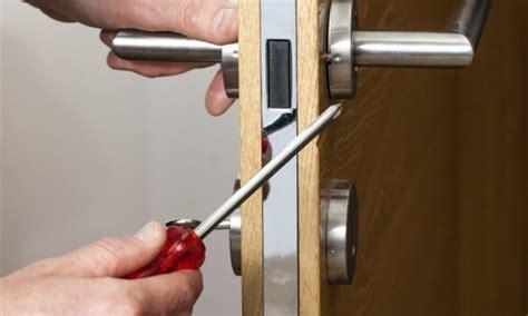 comment r 233 parer une serrure de porte cass 233 e trucs pratiques