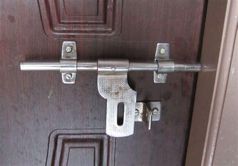 Latching Door & Fix Door Not Latching Using A Shim