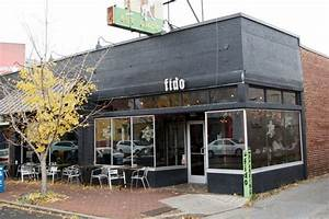 Fido Pet Shop : taylor swift and jake gyllhenhaal at fido coffee in nashville shops nashville and tennessee ~ Markanthonyermac.com Haus und Dekorationen