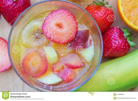 dessert avec fruit de la dessert de g 233 latine avec des fruits frais d en haut photo stock image 41489094