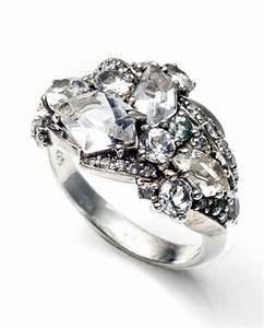 Glossary of engagement and wedding ring settings martha for Martha stewart wedding rings