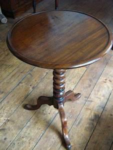 Antike Tische Rund : beistelltische holz antik rund ~ Frokenaadalensverden.com Haus und Dekorationen