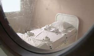 chambre d isolement chambre d 39 isolement attachée au lit neuroleptiques