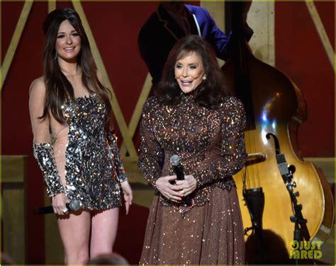 kacey musgraves joins legend loretta lynn  cma awards